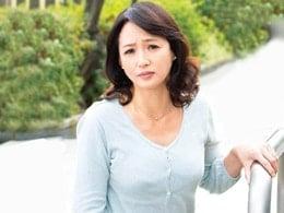 どうしても我慢出来ず、ヨソん家の庭でオシ◯コした五十路妻がバレて・・・ 安野由美