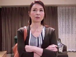 スタッフの執拗なイキ我慢攻撃にブチ切れる47歳AV女優さん 麻生千春