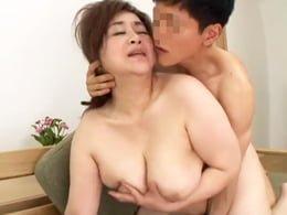 夫に先立たれた還暦の豊満義母が娘婿との肉弾セックスでイキ果てる! 葉山のぶ子