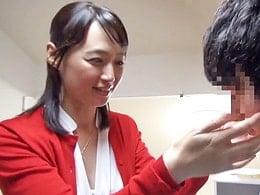 「私でいいの?」五十路の美熟女が30歳も年下の童貞くんを筆おろし 安野由美
