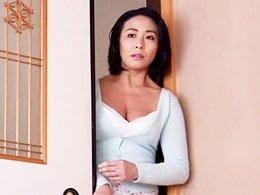 母のパンティーの匂いを嗅ぎながらオナニーしてるところを見つかってしまい、、、 中山香苗