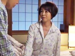 息子に犯されるが、まんざらでもない五十路母の痴態 藍川京子