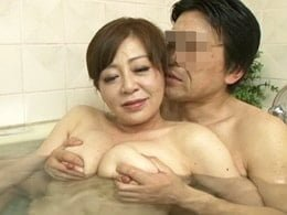 結婚して数十年、今でも一緒にお風呂に入り中出しセックスする中年夫婦 寺島千鶴