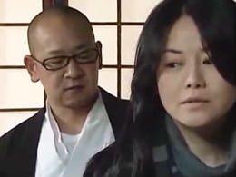 和尚に勃起チ◯ポ見せられて、その場で抱かれてしまう四十路妻 浅井舞香