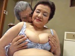 キョーレツ段腹ボディの八十路お婆ちゃんが温泉宿で超熟年セックス! 小笠原祐子