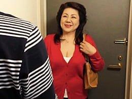 田舎から上京してきた還暦超えの爆乳叔母さんを寝取ったった!  富岡亜澄