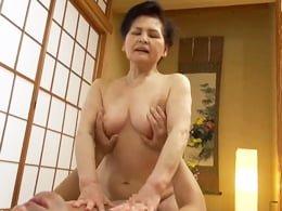 七十路の老熟女が若い男優に跨りオマ○コ擦りつけながらイキまくる! 中島洋子