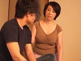 息子に中出しされキレる五十路母、親子の性の乱れはもう元には戻らない 柏木舞子