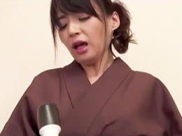 おでん屋の女将となるべく、店長のセクハラにも耐えセックスも厭わない五十路熟女! 安野由美