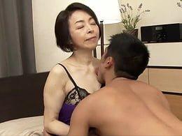 エロいランジェリーを身に纏った五十路母と息子が互いの肉体を貪る母子交尾! 藍川京子