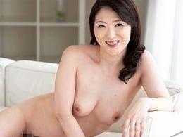 初撮り熟女 色白で美乳の気品ある四十路マダムが淫乱女に変貌していく 成瀬玲子