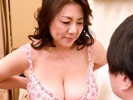 Hカップ爆乳垂れ乳の六十路母が巨乳フェチ息子と近親相姦に溺れる! 富岡亜澄