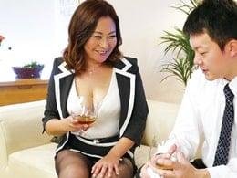 肉感溢れる五十路ママの『抜きサービス』がたまんない! 内田彩乃
