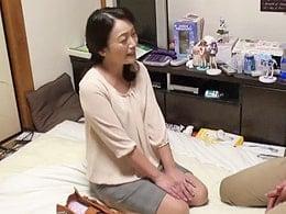 50代のおばさんデリヘル嬢のマ○コに媚薬塗ったら… 原田ようこ