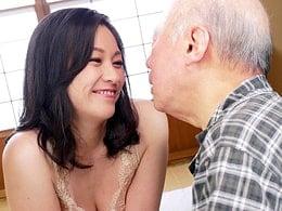 四十路巨乳の熟痴女が日本最高齢AV男優を責める! 児玉るみ