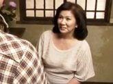 妻の入院中に性欲処理をしてくれる五十路の豊満義母 岩崎千鶴
