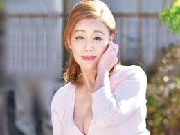 五十路母のオナニーを見て欲情した息子が母を押し倒して中出し 青井マリ
