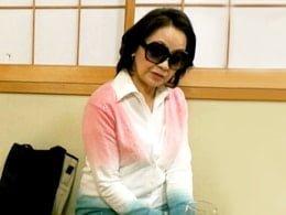 六十路の高齢熟女デリヘル呼んだらうちのバアちゃんだったw 岩下菜津子
