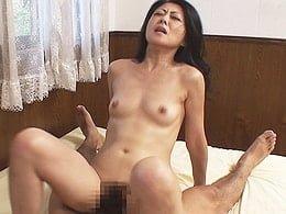 美貌の四十路妻が近所の若者に尾行され犯されてしまう! 島田響子