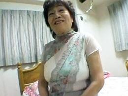 65歳の強烈ババア!ぽっこりお腹の寸胴ボディで股を開く! 早乙女由美