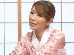 裸のつきあいでお客を癒やすムッチムチの四十路女将さん 翔田千里