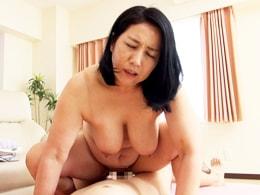 でっぷりと肥えた巨乳巨尻の五十路妻に激ピストン食らわす 石井麻奈美